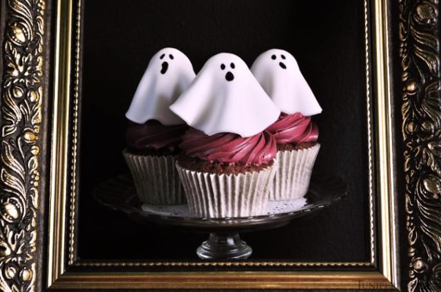 halloween-cupcakes-ghost-junipercakery