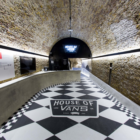 http://www.blog-unfrancaisalondres.com/2014/11/the-house-of-vans-londres.html
