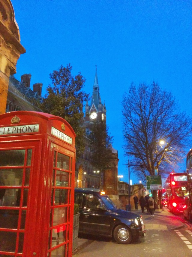 taxi-red-telephone-bus-london